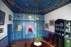 gejatte foto van de woonkamer van Eise Eisinga, die ermee de Friese gemoederen gerust wist te stellen.